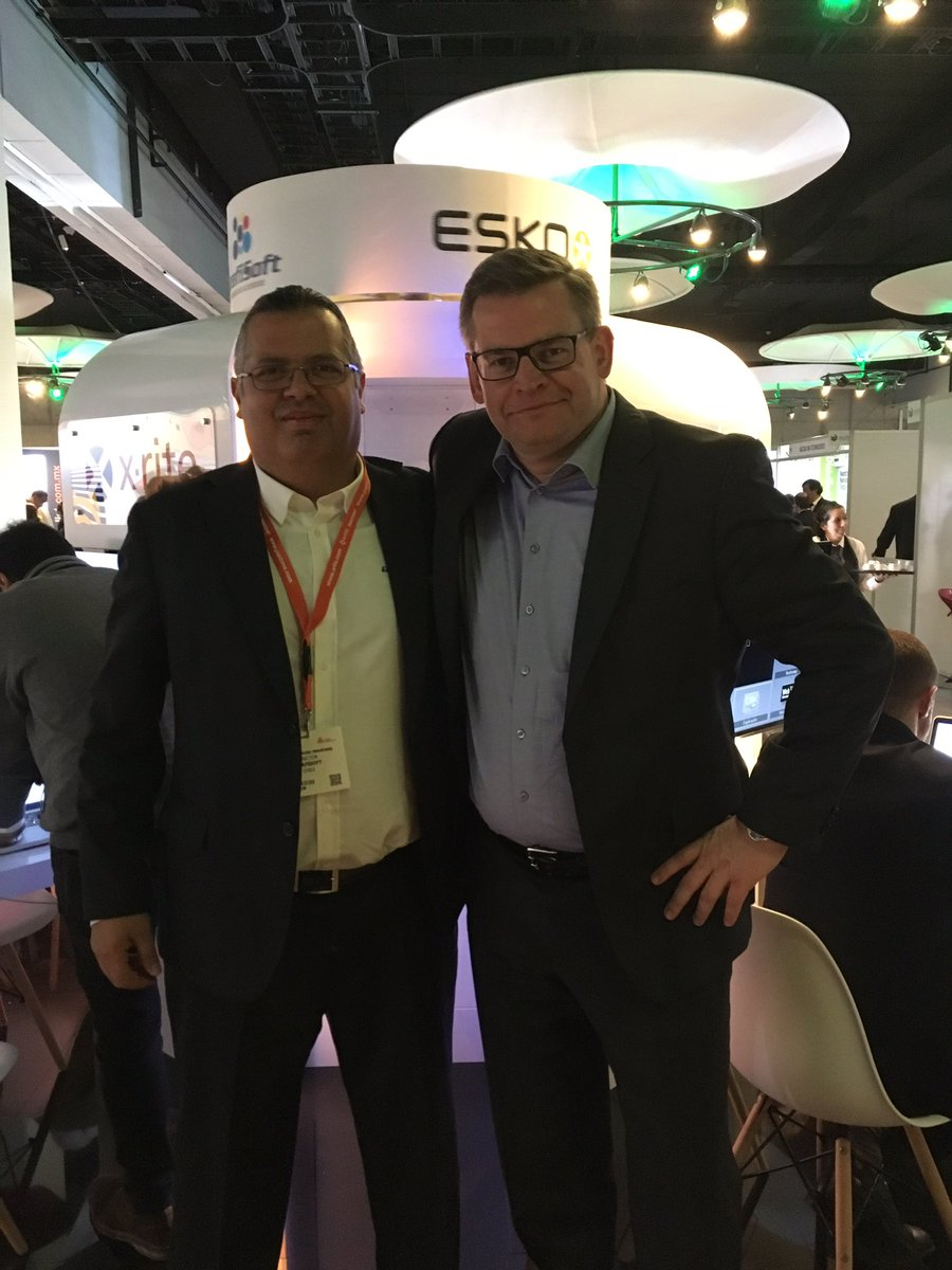 René Norman Christensen, CEO from Glunz & Jensen meets with LATAM, Director from Grafisoft at Label Summit Latin America.