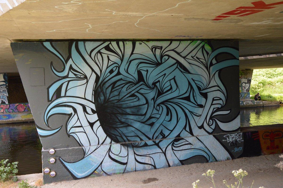 #rennes #streetart #design Astro Ecouter son interview  http:// urlz.fr/5hxg  &nbsp;   @CorreErwan @metropolerennes<br>http://pic.twitter.com/BjsfC1srCQ