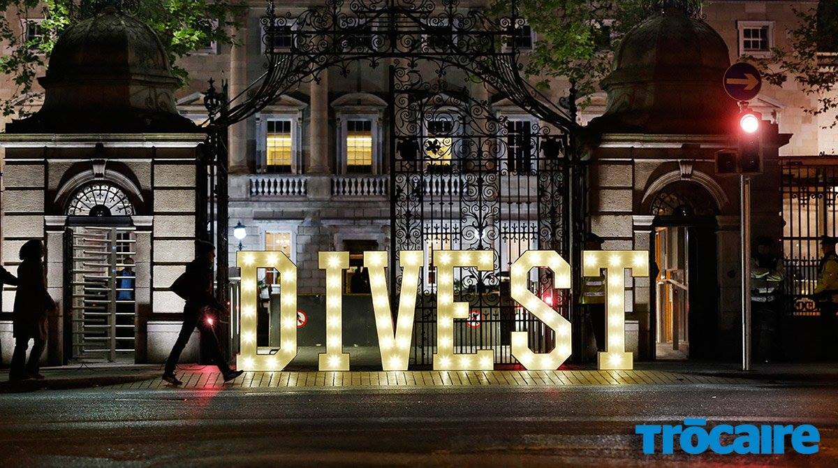 Congratulations @trocaire making their #DIVEST event in #Dublin #Ireland into today&#39;s @Huffington Post @ariannahuff  #hollywoodledletters  <br>http://pic.twitter.com/RE0hgVDMQK