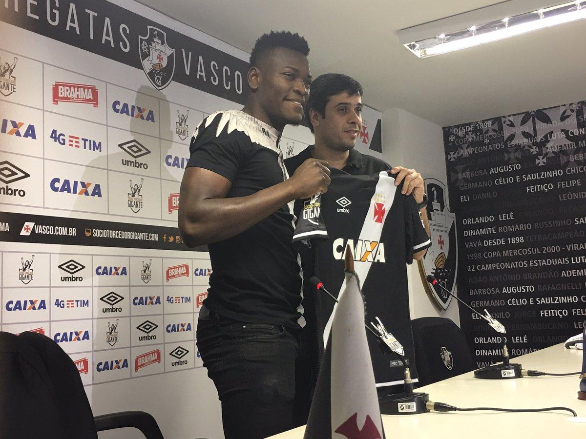 Zagueiro Paulão é apresentado oficialmente pelo Vasco em São Januário. 2338a63dae30b