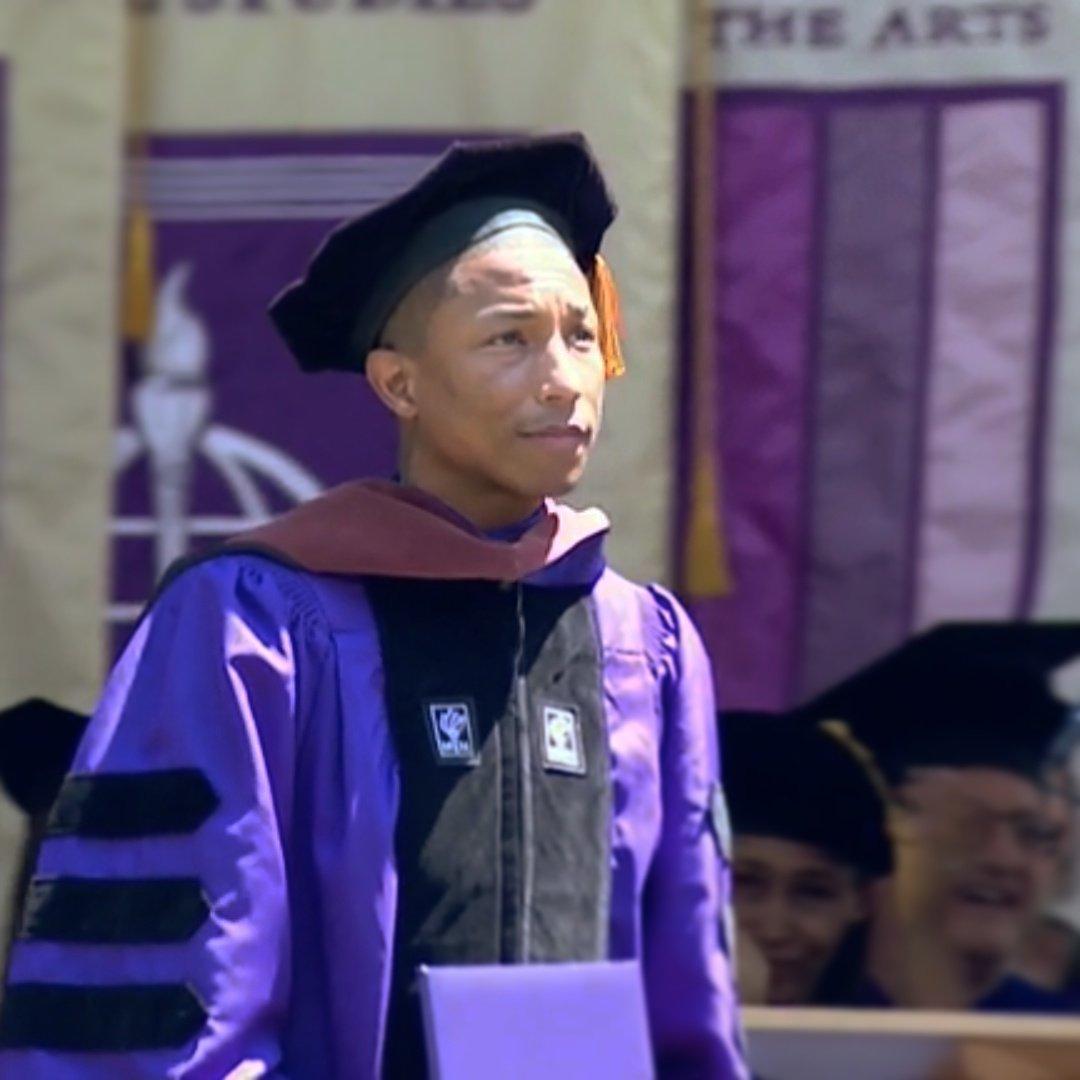 That speech!  @Pharrell  #congratagradnyu #classof2017<br>http://pic.twitter.com/JGehhQgcqd &ndash; à Yankee Stadium