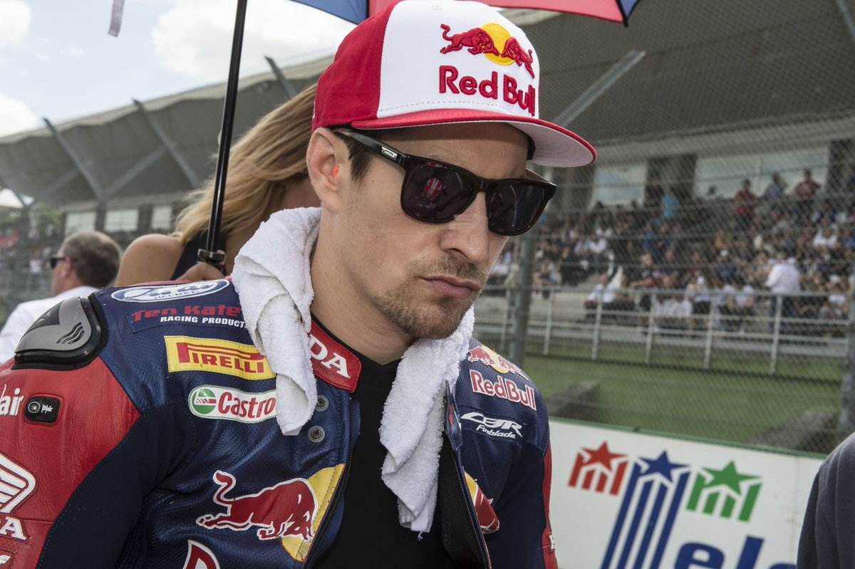 Our thoughts and prayers are with @NickyHayden tonight  #HondaRacingFamily https://t.co/nNZpgePVdV