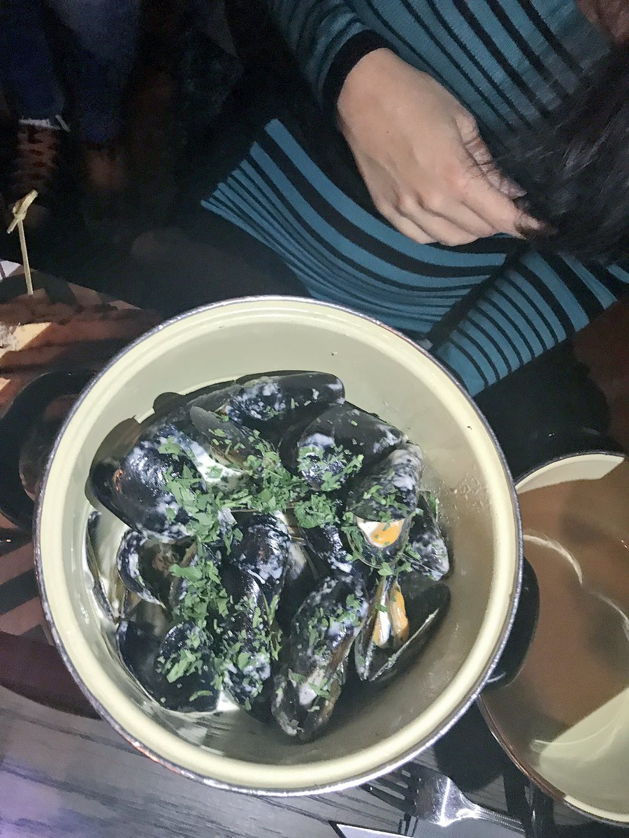 Now that's one big pot of Mussels 💪🏼  #LaurasWorldXBRC @BRdCollection @LaurasWorldza @ZomatoSA https://t.co/dokWaCT9Cm