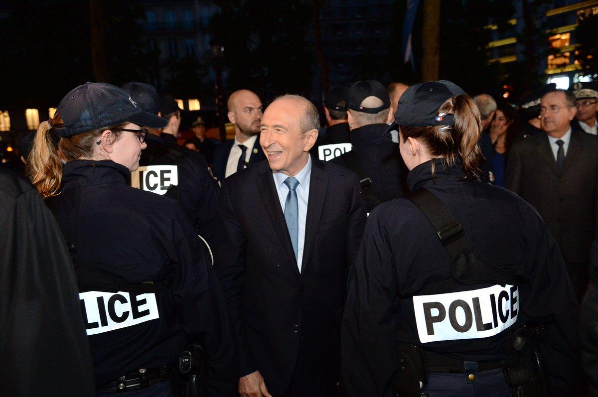 .@gerardcollomb rencontre les forces de l'ordre en charge de la sécurisation des #ChampsElysees #sécurité