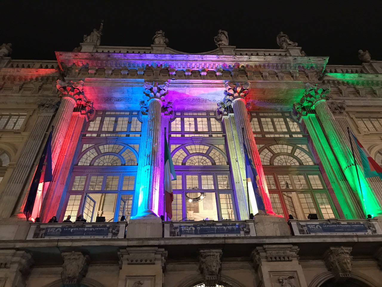 """Il #SalTo30 inizia così: Eugenio Allegri legge """"Il nome della rosa"""" dalla terrazza di Palazzo Madama! https://t.co/VK3NIYfTzJ"""