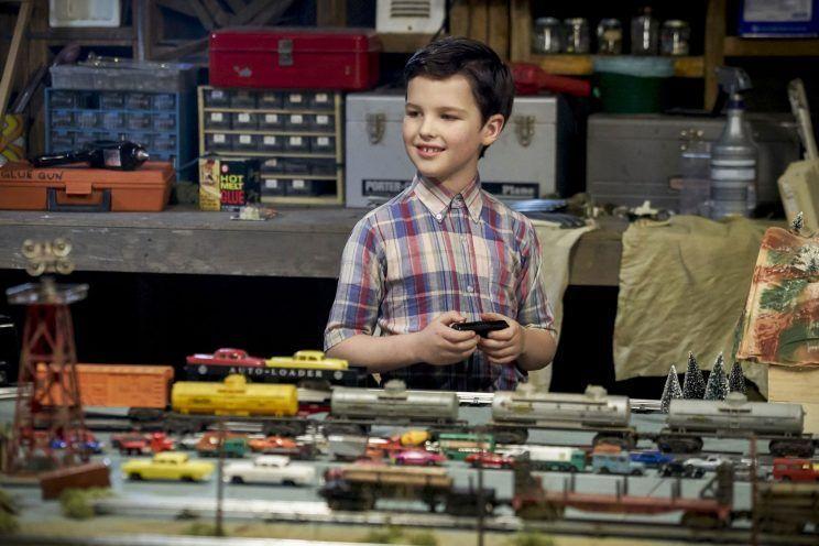 Divulgadas as primeiras imagens de 'The Young Sheldon', série derivada de 'The Big Bang Theory' https://t.co/uRPL357QH6