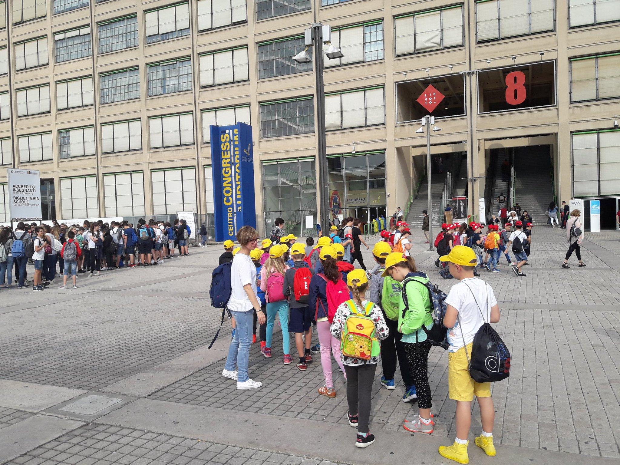 Qui Lingotto. I bambini, tanti. Le code, già lunghissime. E apriamo alle 10. Ciao Milano, con affetto. #SalTo30  @eleusaltorino https://t.co/57I4uzxCKF