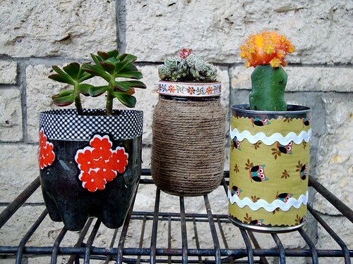 DIY Planters Using #Recycled ... -  http:// garden.viralcreek.com/diy-planters-u sing-recycled-tins-coke-bottles/ &nbsp; …  #CreativePlanter #Planter #Repurposed #Upcycling<br>http://pic.twitter.com/g9K7goIq69