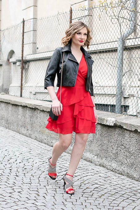 Red dress with ruches (Fashion Blogger Outfit Idea)