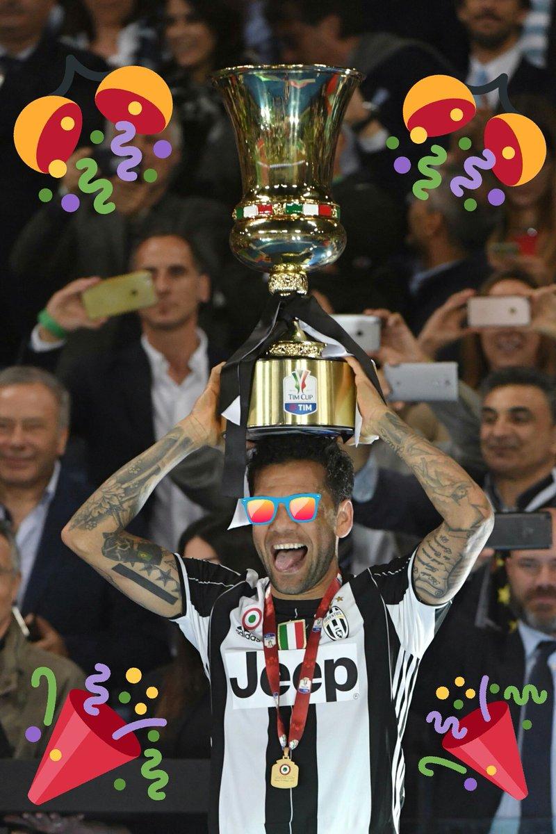 GOOD CRAZY IN THA CUP   @DaniAlvesD2 @juventusfc #TIMcup #FinaleTimCup #JuveLazio #Juve #FinoAllaFine #ForzaJuve <br>http://pic.twitter.com/8BSGHKBXOB