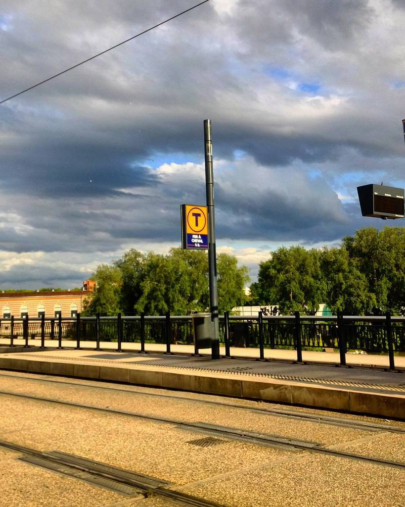 Footing orageux #Ville #battleciel #tram #ontheroad #Toulouse #city #jaimemaville #visiteztoulouse #instarunners #instarun #urban #instawal…pic.twitter.com/wS2hBXkhty