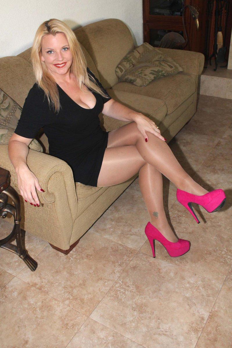 milf cougars heels High