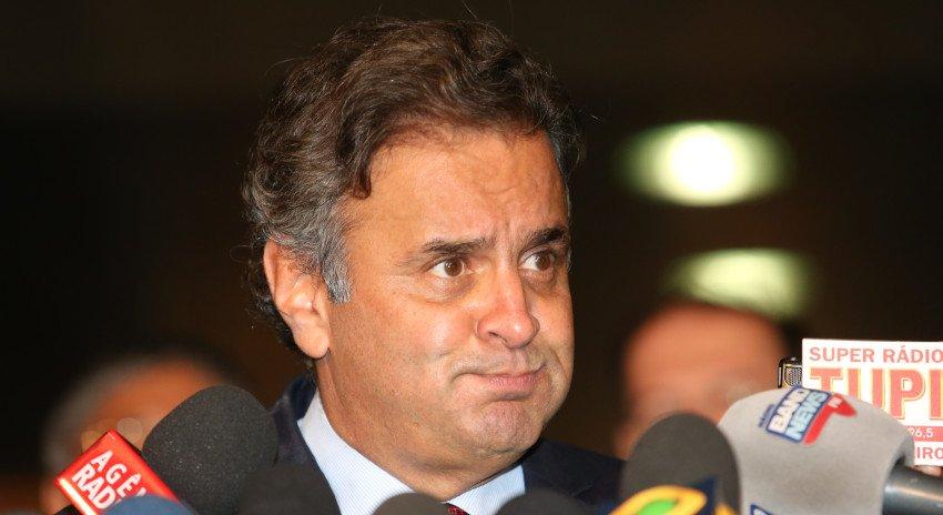 O @STF_oficial afastou o senador @AecioNeves (PSDB) e o deputado Rodrigo Rocha Loures (PMDB) de seus cargos no Congresso.