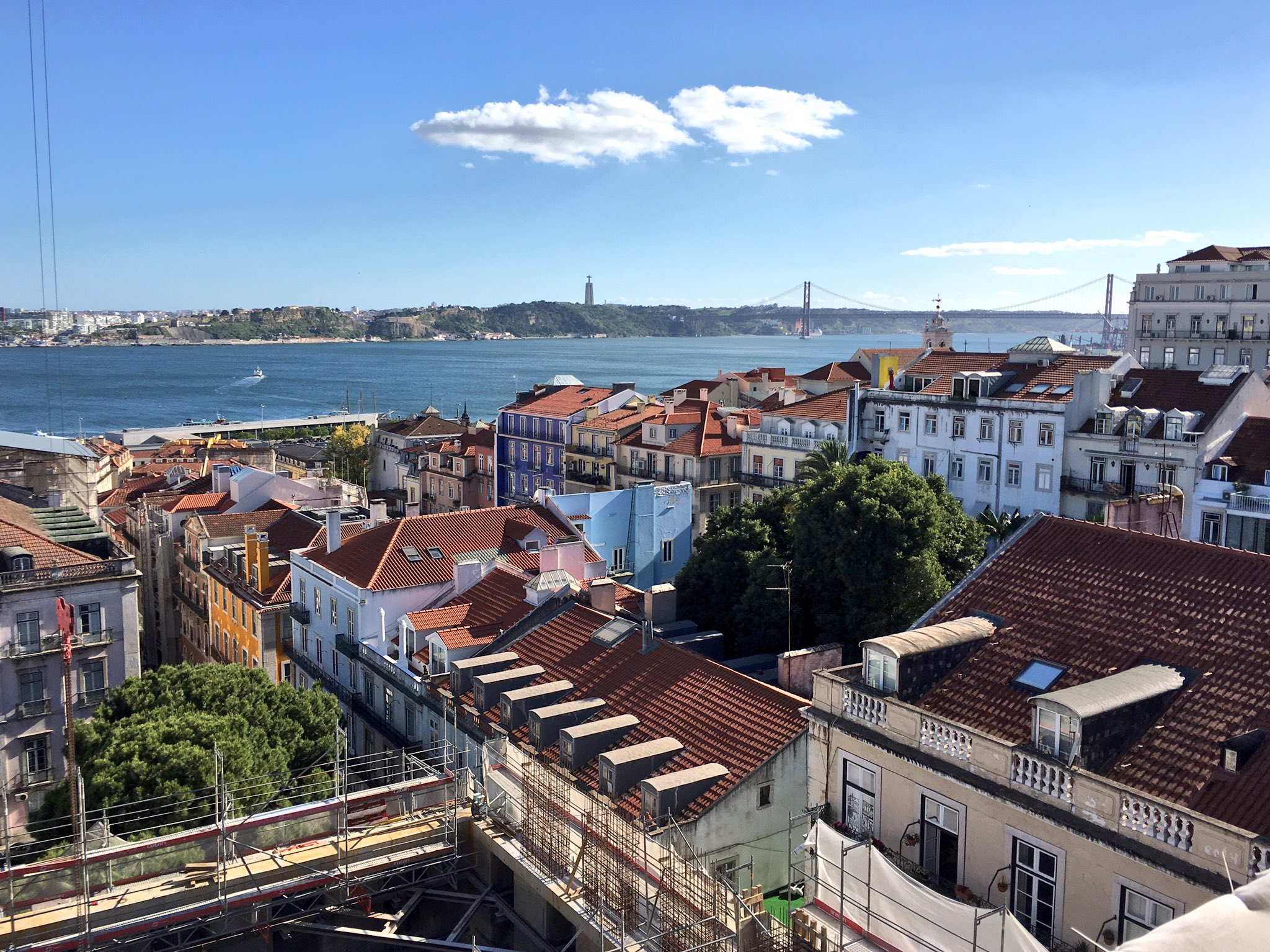 Lisbon: for when you want both Cristo Redentor and the Golden Gate Bridge in the same city. https://t.co/ZpTwpWg2vZ
