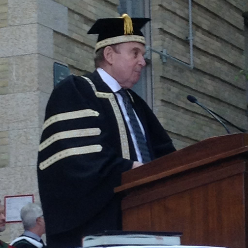 """""""We at the U of M hope you become all you were meant to be."""" -Chancellor Harvey Secter #umanitoba2017 https://t.co/FcAI0YeDLf"""