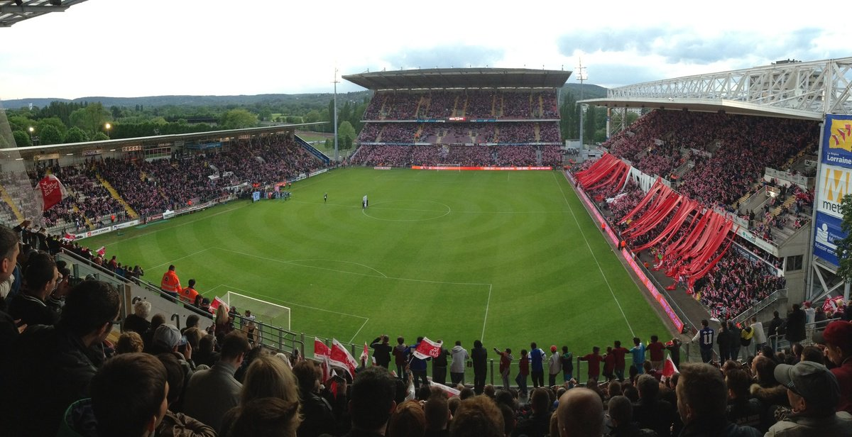 Stade Saint Symphorien opened 1923 and holds 25,636 and is home of #FCMetz <br>http://pic.twitter.com/h9sKstBMU7