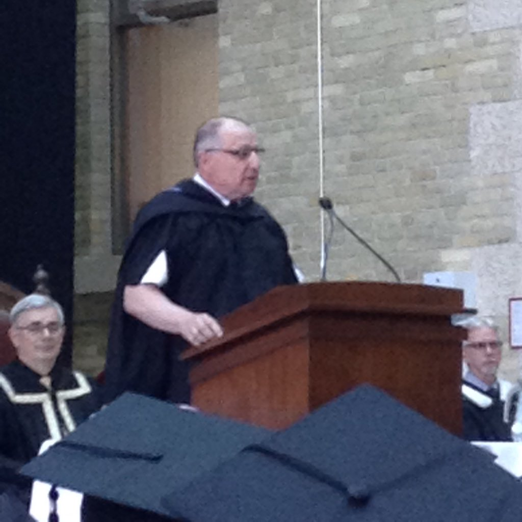 Rady Faculty Dean Brian Postl welcomes newest MDs to the profession and congrats them, families on this great accomplishment. #umanitoba2017 https://t.co/pkIoB39CtF