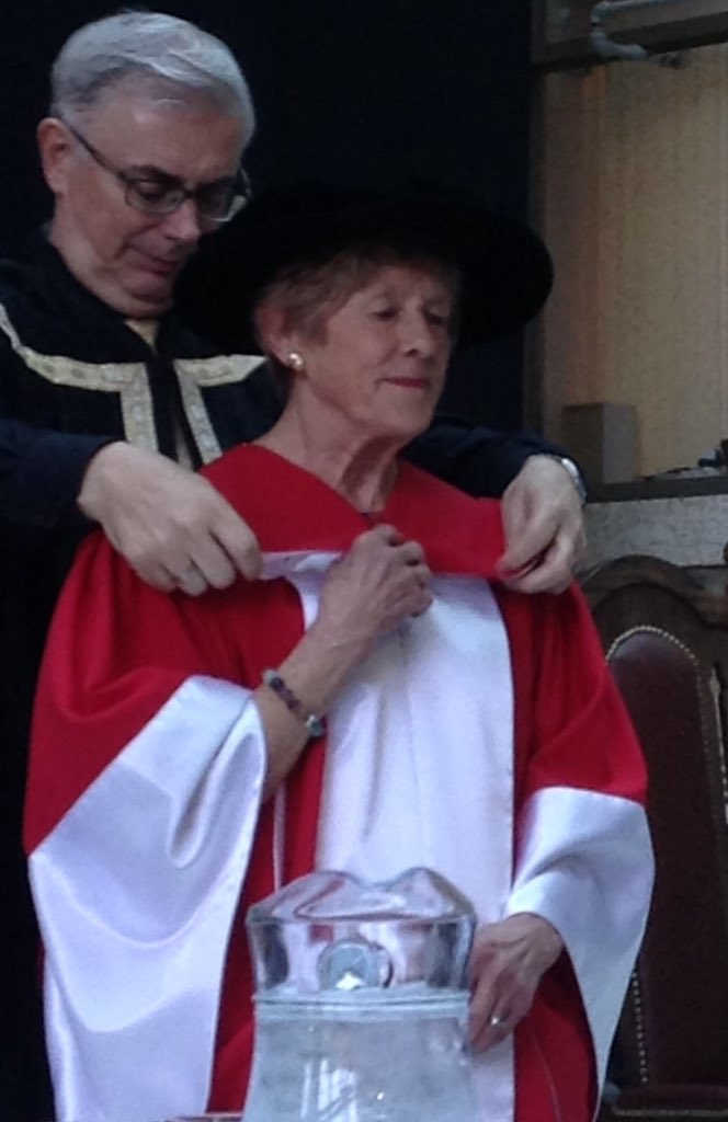 UM is proud to award Honourary Doctor of Laws to Her Excellency Sharon Johnston for commitment to #mentalhealth-LG Filmon. #umanitoba2017 https://t.co/BDLfYNkFkr