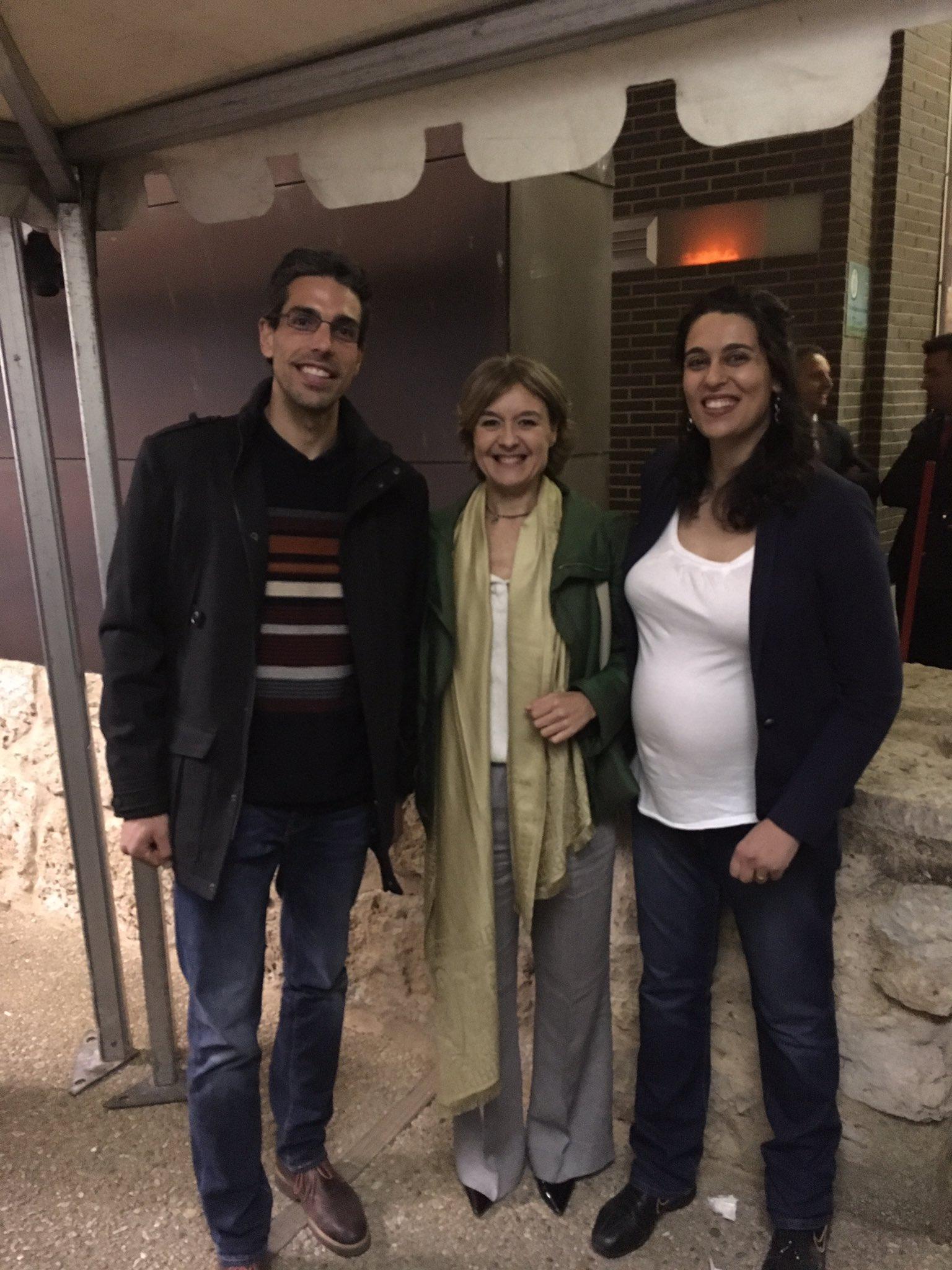 Dos de los socios de #ovinotg con Ia ministra Isabel García Tejerina tras los #PremiosSurcos #OscarsDelCampo #rtvecyl  #autillodecampos https://t.co/GHCMIlgobl