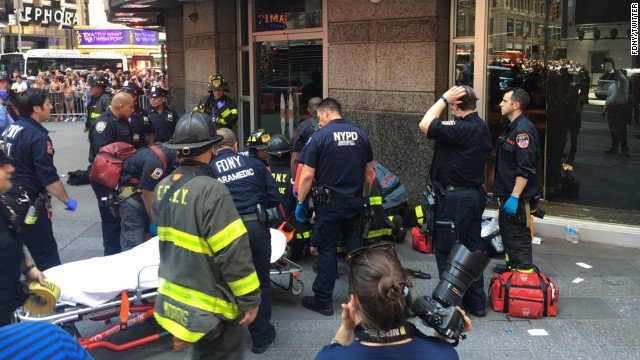 The number of people injured in the Times Square crash has risen to 19, NYFD says; at least one dead https://t.co/QASuuIkECI https://t.co/MHutn2ZhV5