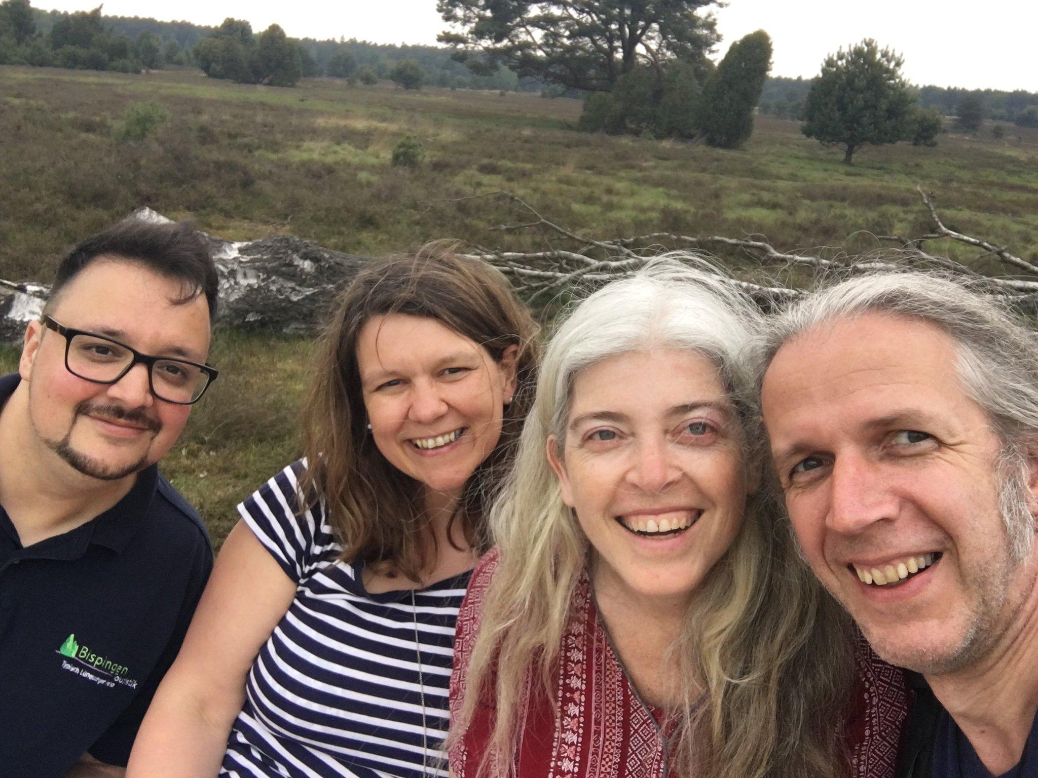 Heide-Selfie #meurers #meinbispingen #heidebloggerevent mit @HDRmeurer @SPANESS und @BispingenTouri https://t.co/GjSIxmhA2D
