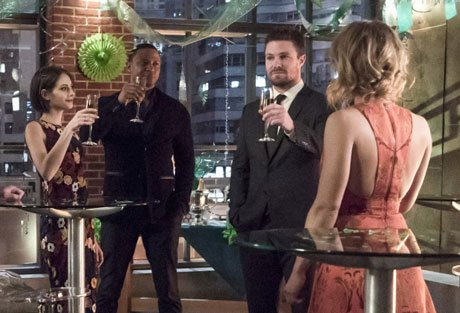 We'll raise a glass to this week's #Arrow mostly because it gave us #olicity!!   https://t.co/R4Ry9p7IoQ https://t.co/UXcfpVuf43