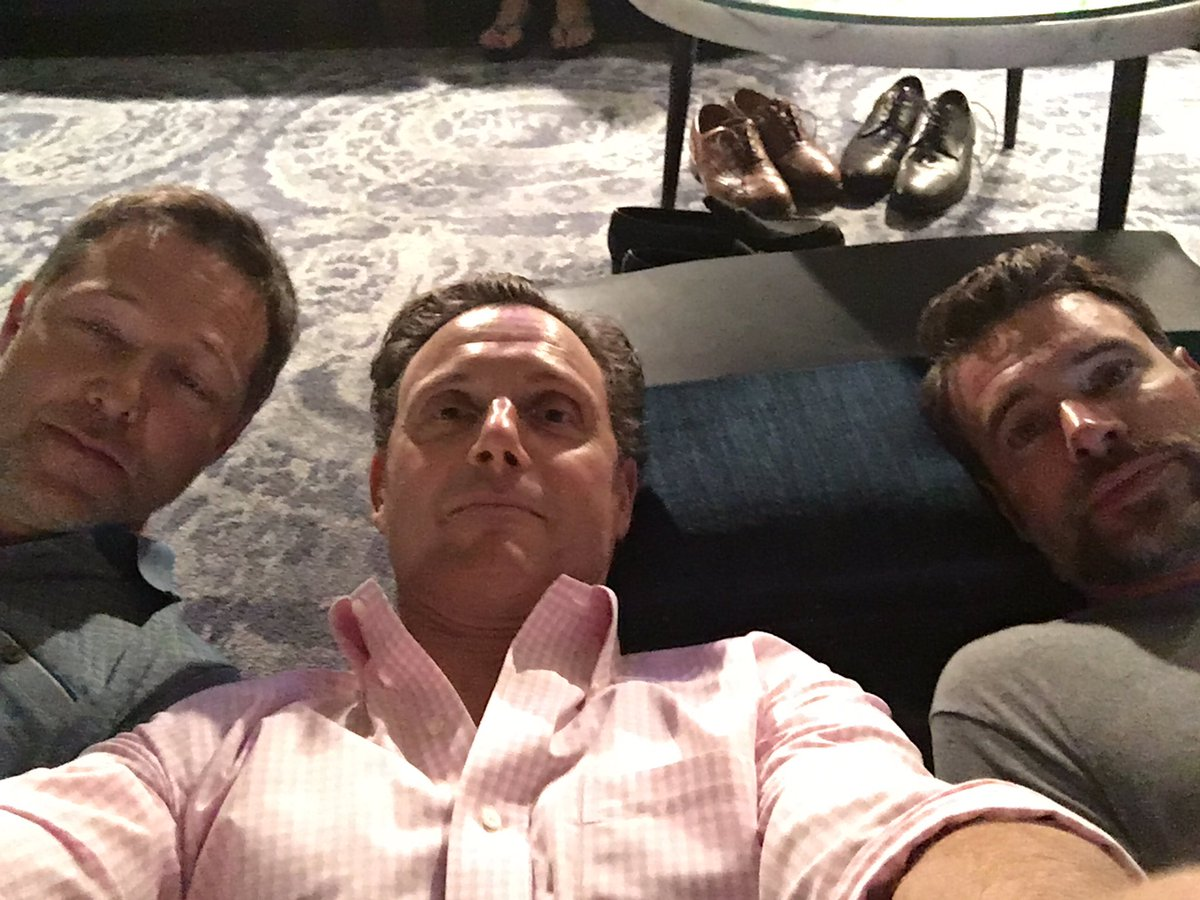 Floor tweeting. @scottkfoley @georgenewbern #Scandal #tgit