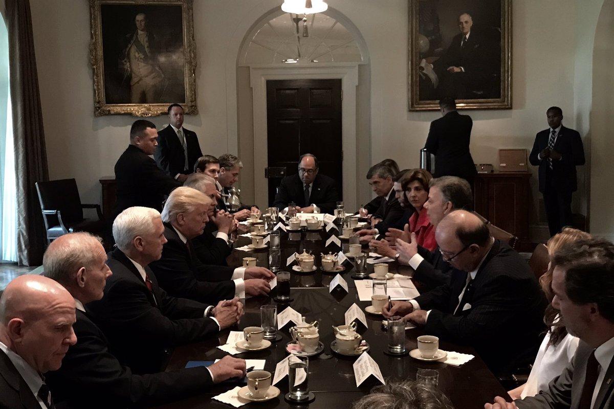 D. Trump y Juan Manuel Santos la noche del jueves en la Casa  Blanca/Cortesía 'Vice' Mike Pence