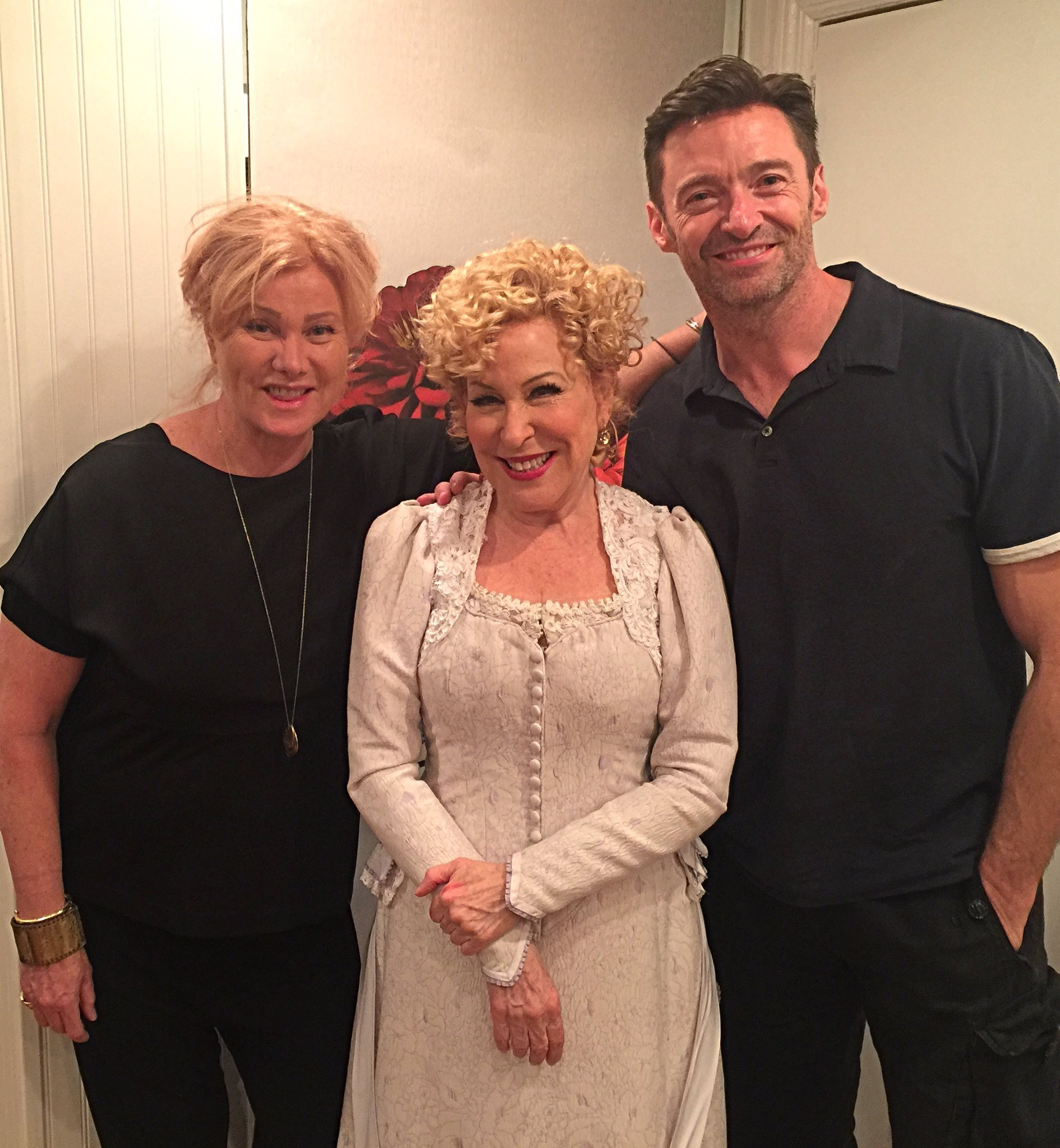 An icon in action! @BetteMidler @HelloDollyBway @Deborra_lee https://t.co/Y7WZ8ieAzX