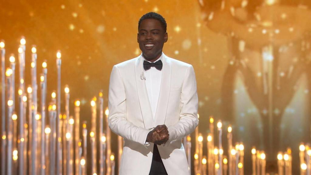 Chris gave #ChrisRock 3s: &quot;Is he better than #DaveChapelle and #KevinHart? YES! #WhosBetter??&quot; <br>http://pic.twitter.com/3tu5jctCWD
