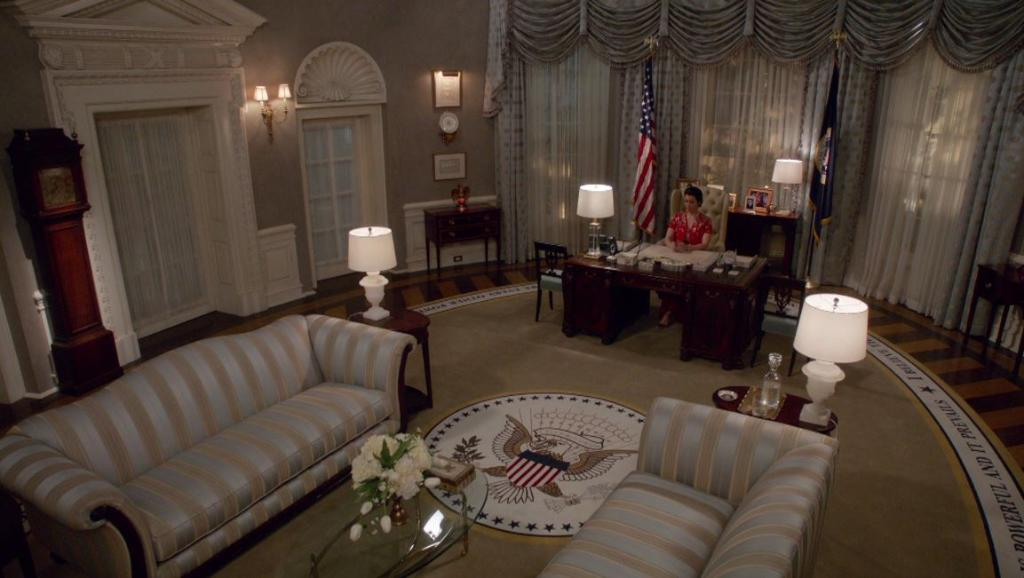 Take your seat at the throne, Madame President! @BellamyYoung #Scandal...