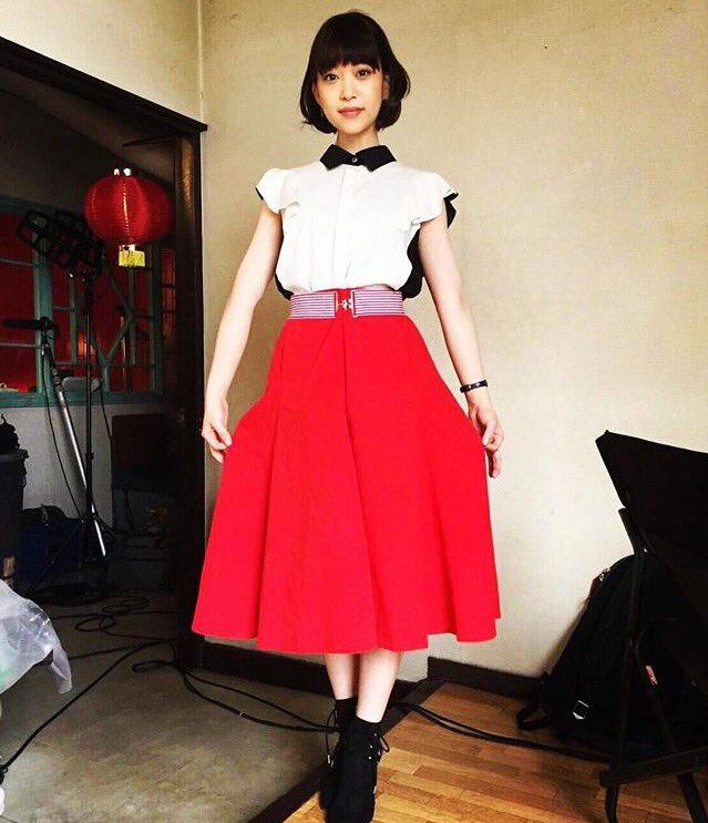 真っ赤なスカートが可愛い森川葵