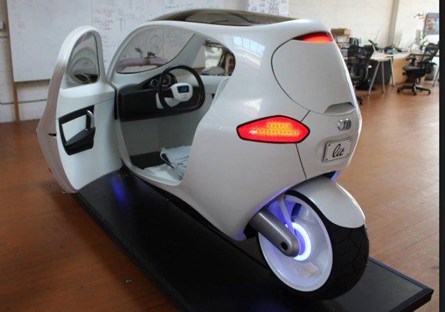 La Moto del Futuro: sta sempre in piedi! Ha persino l'aria condizionata e l'impanto stereo