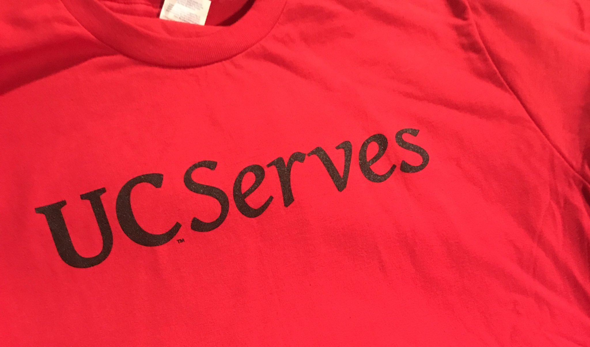 Today is the day! #UCServes 2017 is here! Over 400 @uofcincy faculty/staff will be at 40+ sites in greater Cincinnati for day of service! https://t.co/se9uBvAQ2v