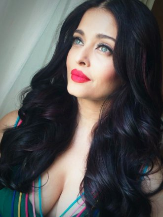 """Kaushik LM on Twitter: """"No one to take #AishwaryaRai's place! The eternal queen of the glam world at Cannes.. #AishwaryaAtCannes https://t.co/4WAfCYi8K5"""""""