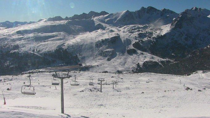#Grandvalira se despierta con un paisaje completamente invernal!!! ❄️🌞😍🔝 #infonieve #ElVeranoPuedeEsperar