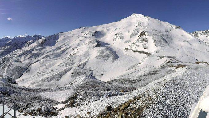 Día radiante en el Pirineo Francés, con solazo, después de la nevada de esta pasada noche!!! ❄️🌞😍 (📸#Cauterets #GrandTourmalet #Piau #Luz)