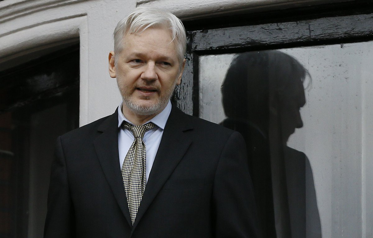 (Metro):Sweden drops rape case against #Julian #Assange : They will revoke his arrest..  http://www. newsoneplace.com/6220471701/swe den-julian-assange &nbsp; … <br>http://pic.twitter.com/bn0QOHjBG0