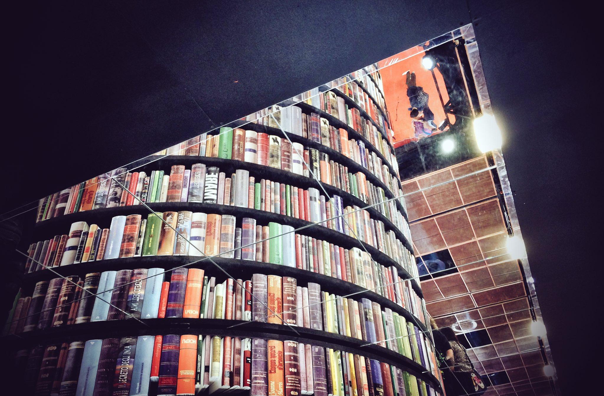 siamo stati acColti al #SalTo17 da tanti libri, racColti da librai tanto tanto @COLTI_Librerie, solo #cosestrabelle qui al @SalonedelLibro https://t.co/ldLAWEVqMr