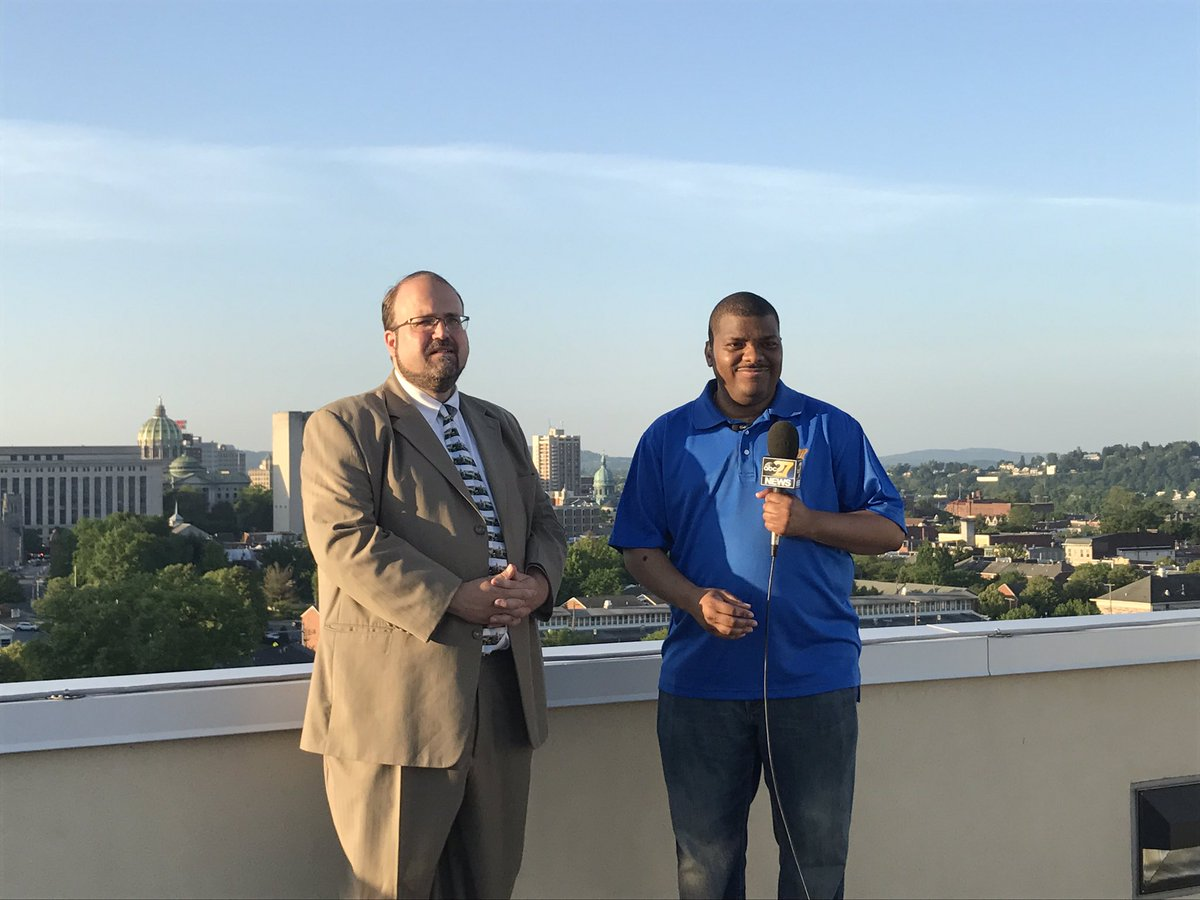 The Mayor is joining us for #TownTakeover. @jamescrummel and Eric Papenfuse talking on the air now!<br>http://pic.twitter.com/7qXJT8CmYj &ndash; à Cafe 1500