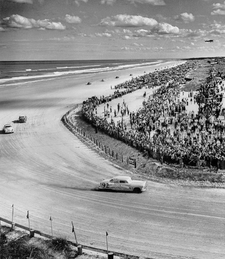 In honor of #NASCARDay, check out this pic of Herbert Thomas, in his &quot;Fabulous Hudson Hornet&quot; on his 2nd lap of the Daytona race, ca 1953!  <br>http://pic.twitter.com/7NehMCqv5g