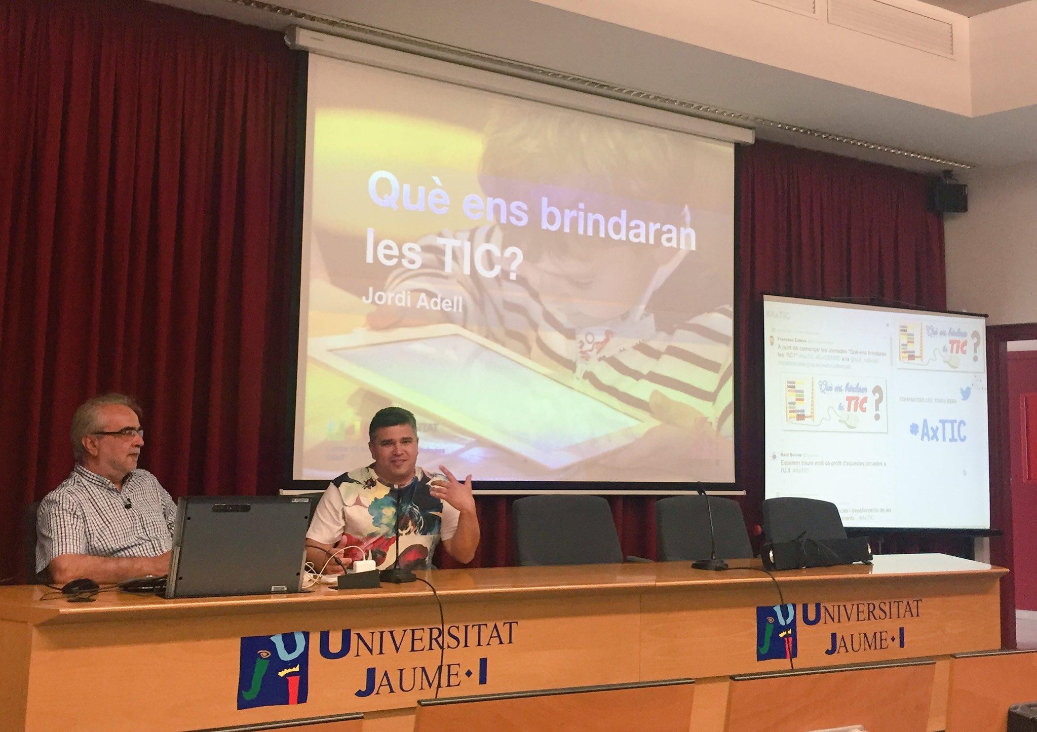 Comença la xarrada 'Què ens brindaran les TIC', a càrrec de @jordi_a presentat per @manel_canseco #AxTIC @UJI_noticies https://t.co/Qwc4eHBJup