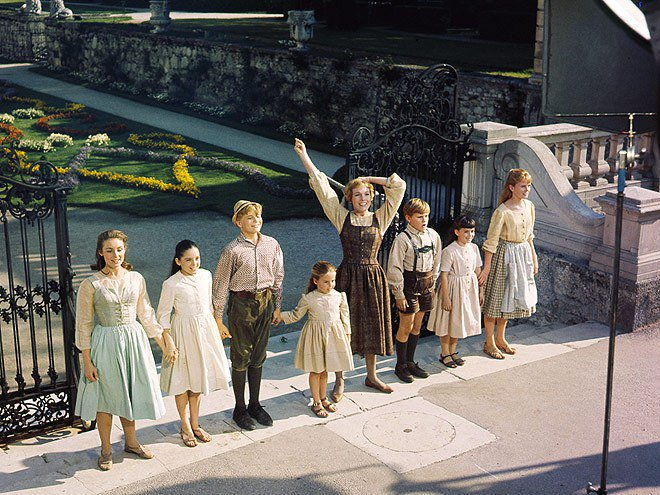 #FlashbackFriday to the set of the #SoundOfMusic in 1964 with Julie Andrews and @thesom7 filming &quot;Do-Re-Mi&quot; in the Mirabell Gardens!<br>http://pic.twitter.com/2uv3fLky8p