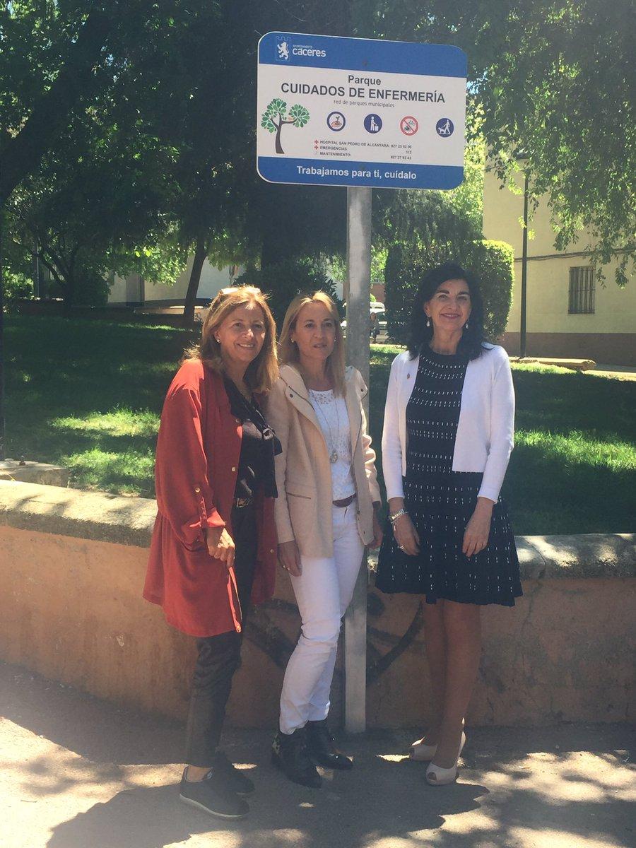 """Nuestro agradecimiento al @Ayto_Caceres que acaba de inaugurar el parque """"Cuidados de Enfermería"""" dando visibilidad a la profesión. Un honor"""
