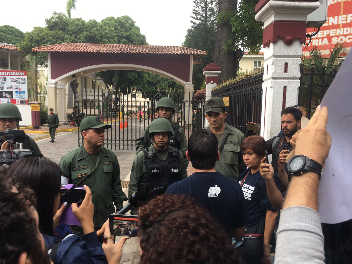 Group of journalists protests near General Command in El Paraiso for Freedom of speech