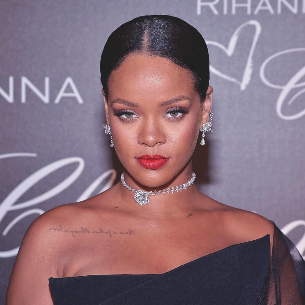 #Rihanna était très glamour pour cette soirée du Festival de #Cannes2017 > https://t.co/bgV0E2d0FJ
