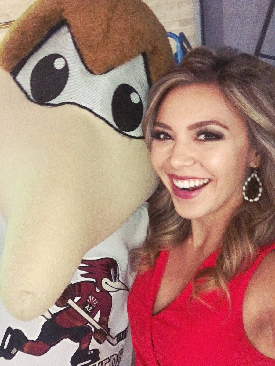 We  our @RoadrunnersAHL special guests! Happy #Friday from me &amp; @RRDusty16<br>http://pic.twitter.com/KCKwX8ffMK