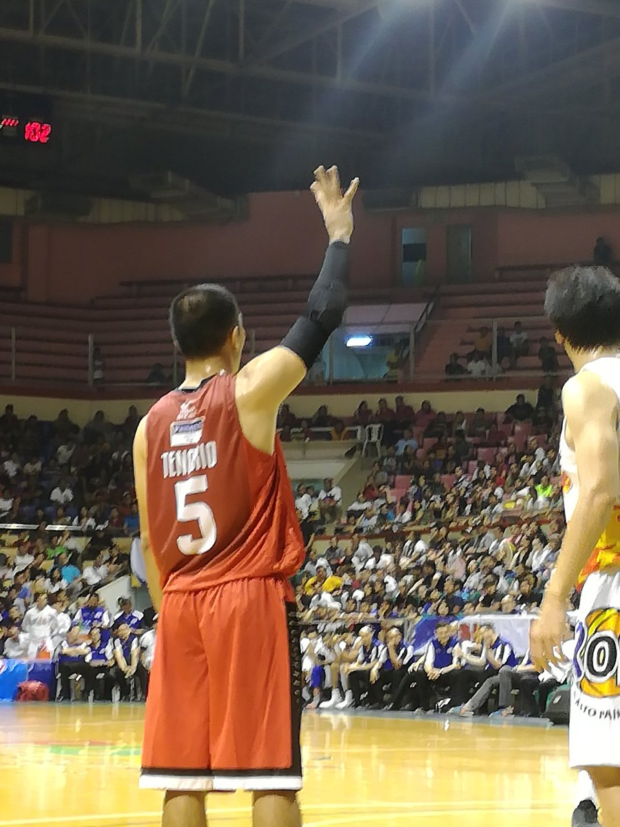 LA Tenorio playing his 500th consecutive game tonight. Has never missed one since turning pro in 2006 https://t.co/RZaw1jS6oq