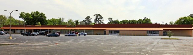 Shopping Center W/ 11% Cap Rate - 22349 #LiveOak #FL #CRE @CAPITALCOMMERCI  http:// tbl.news/op8ax  &nbsp;  <br>http://pic.twitter.com/nVMQPN1ymU