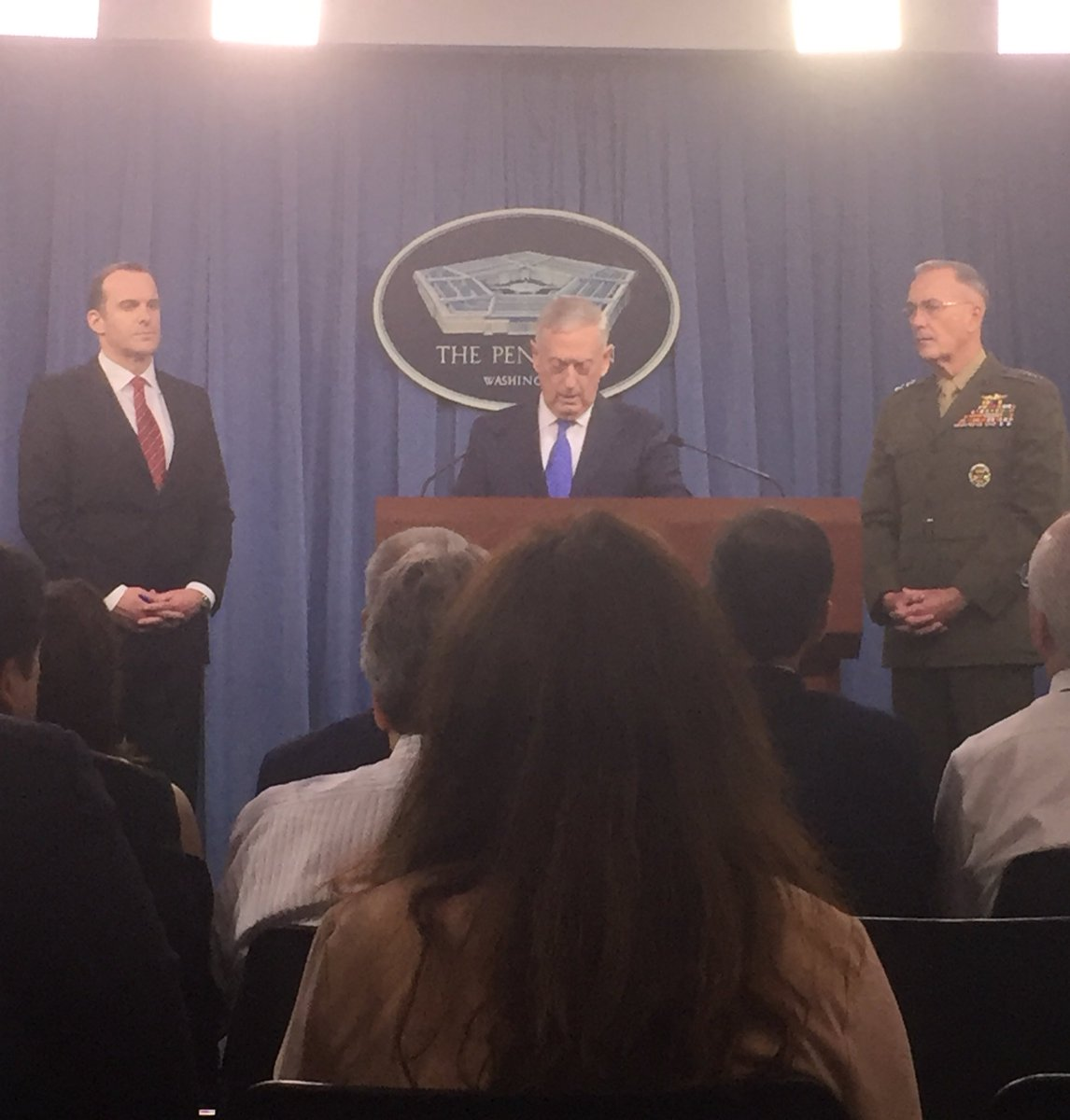 No change to DoD rules of engagement nor civilian casualty process in moving forward with anti-ISIS plan, #secdef Mattis says @ Pentagon <br>http://pic.twitter.com/DW4Hs6ckXh
